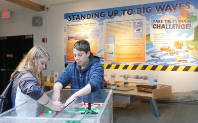 students at HMSC Visitor Center try the tsunami challenge